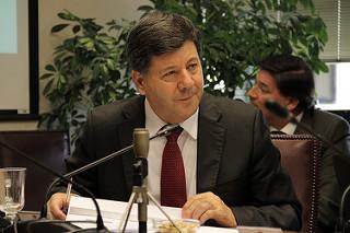 Juan Castro es el senador más aplicado y más leal de Chile