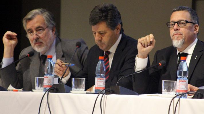 Senador Juan Castro expone sobre regionalización en Rancagua