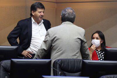 Senador Juan Castro bajó a la mitad los gastos reservados del Presidente Piñera