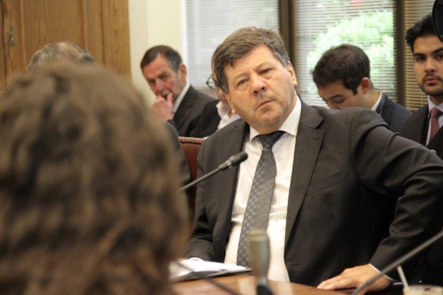 Senador Juan Castro dice que por falta de valor de autoridades no se detiene la extracción de agua de Enel en la Laguna del Maule